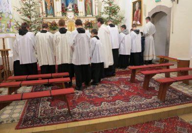 Miništranti – farská eucharistická poklona